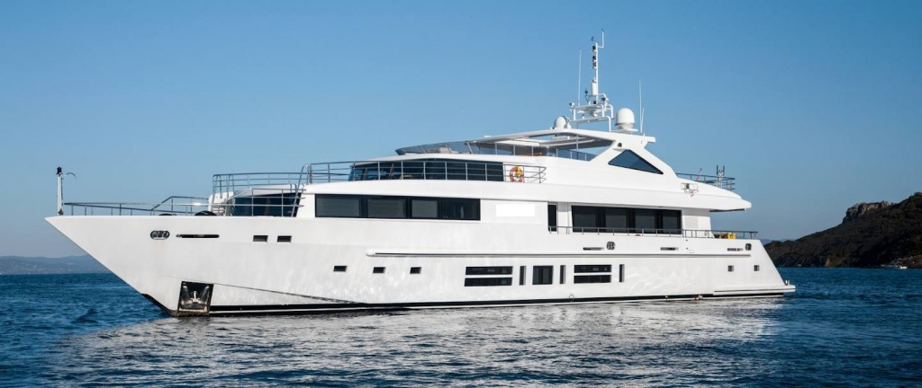 Motor yacht 39 m, with two MTU 16V2000 M93 engines