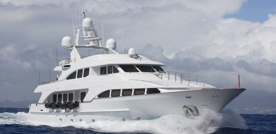 Benetti yacht 35 m with two MTU 12V2000 M90 engines